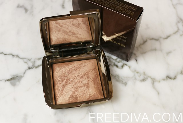 Hourglass Ambient Lighting Bronzer in Radiant Bronze Light